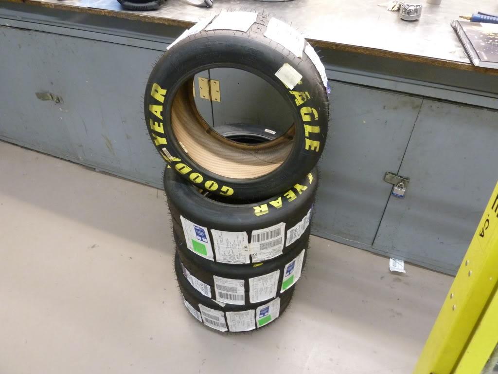 pneu goodyear slick