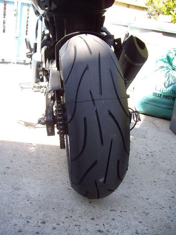 Pneu moto z750